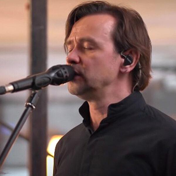 Онлайн-концерт Дельфина 2020: «Серебро» и другие песни в акустике