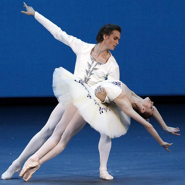 Балет «Симфония до-мажор. Парижское веселье» в Большом театре