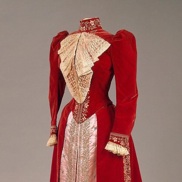 Выставка «Придворный костюм середины XIX — начала XX века из собрания Эрмитажа»