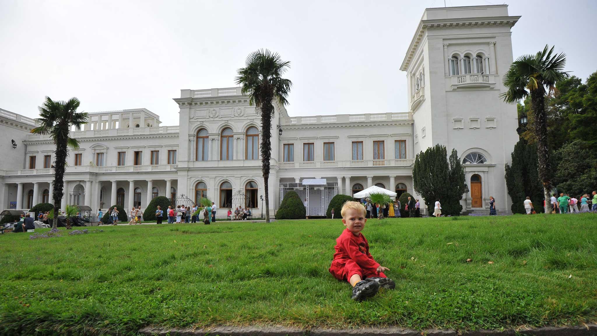 Ливадийский дворец и ребенок