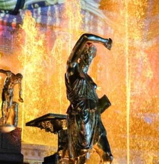 светомузыкальное шоу закрытие фонтанов в петергофе