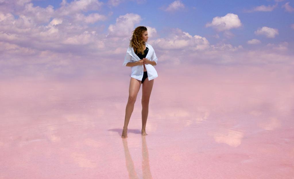 девушка на кояшском озере