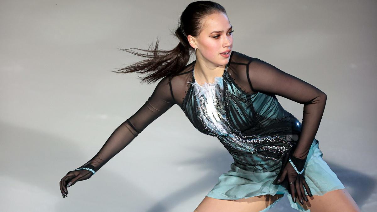 Фигуристка Алина Загитова катается в шоу летом 2021 года. Фото: GLOBAL LOOK PRESS